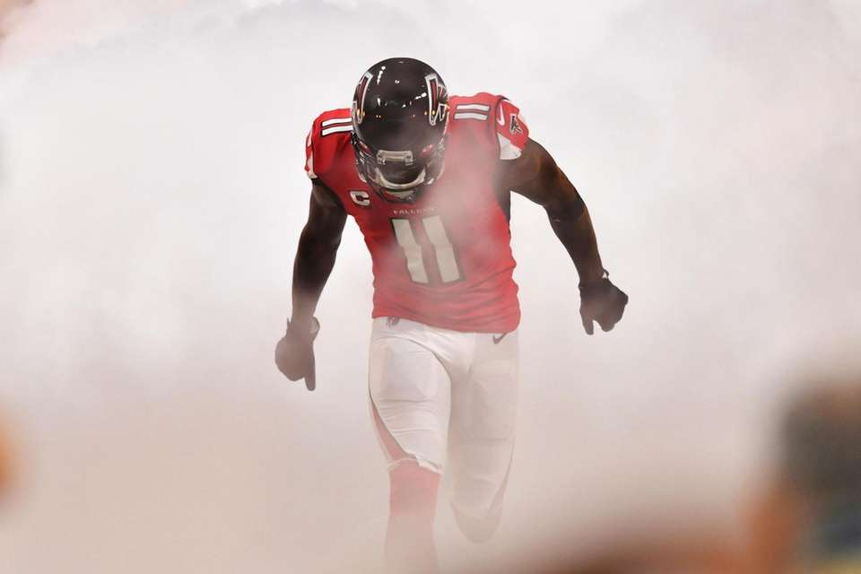 Atlanta Falcons wide receiver Julio Jones enteres the