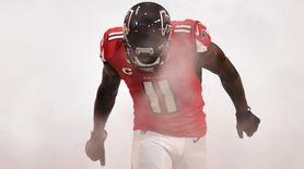 Atlanta Falcons wide receiver Julio Jones enteres the