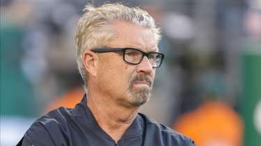 Jets defensive coordinator Gregg Williams on the field