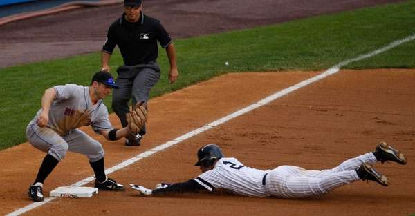 David Wright tags out Derek Jeter. (June 16,