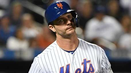 The Mets' Pete Alonso returns to the dugout