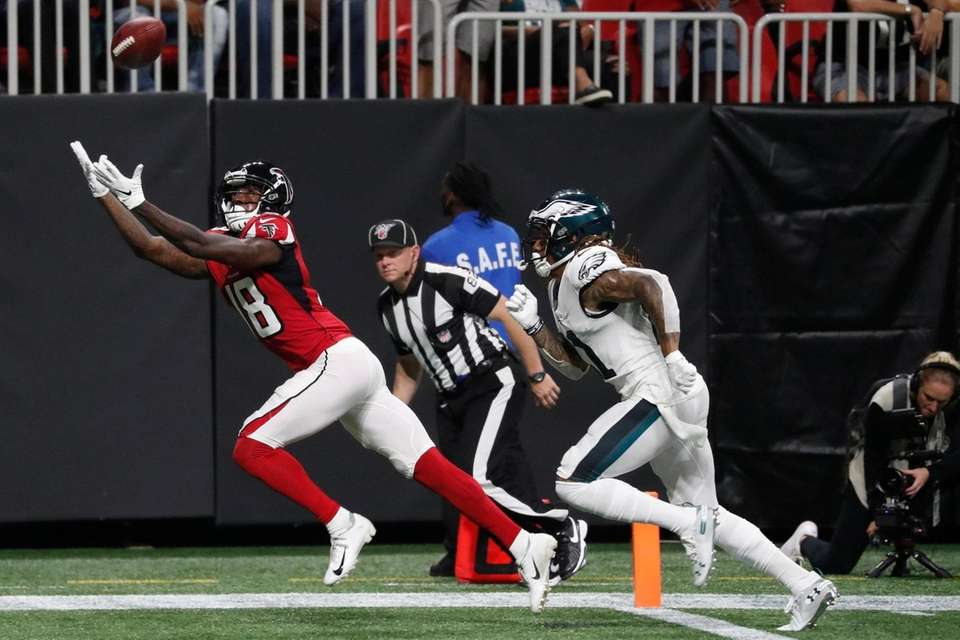 Atlanta Falcons wide receiver Calvin Ridley misses a
