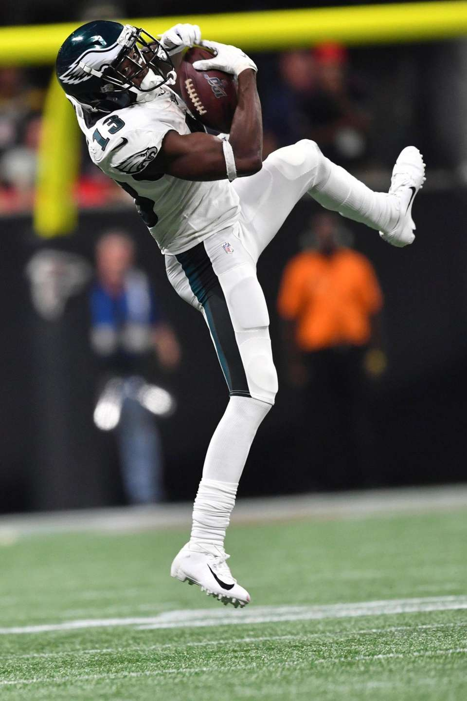 Philadelphia Eagles wide receiver Nelson Agholor makes the