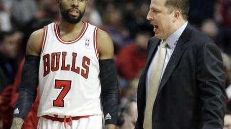 Chicago Bulls head coach Tom Thibodeau, right, talks