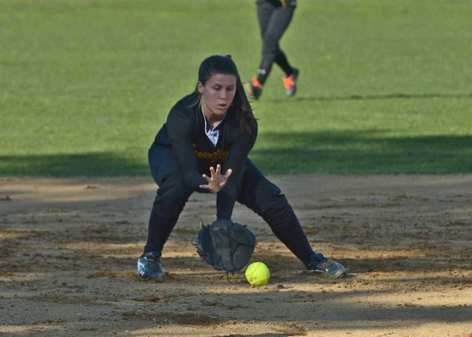 Sayville's Emily Sellitti makes the stop at short