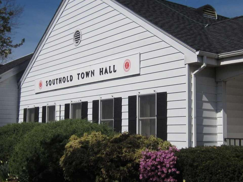 Southold Town Hall is at 53095 Route 25,