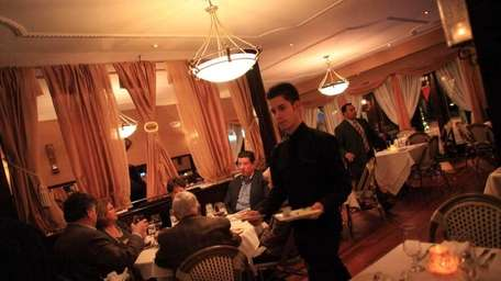 Patrons dine at Andiamo restaurant in Mineola. (March