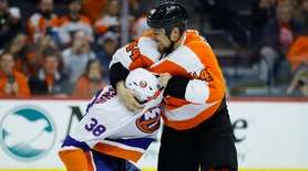 The Flyers' Chris Stewart, right, and the Islanders'