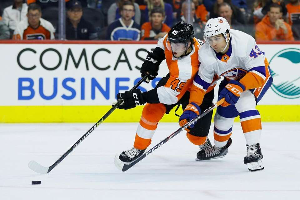 The Flyers' Joel Farabee, left, and the Islanders'