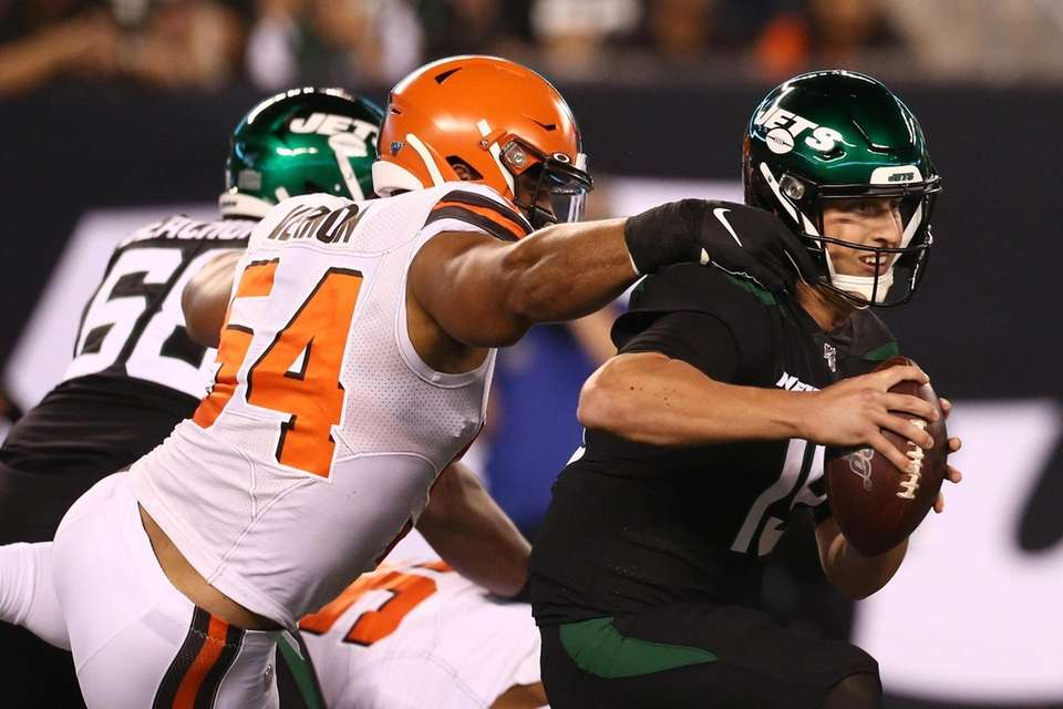 Olivier Vernon #54 of the Cleveland Browns pursues