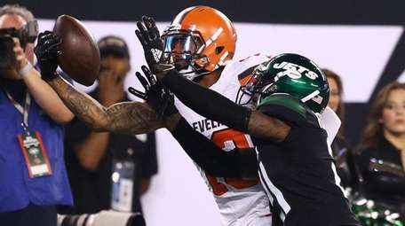 Odell Beckham Jr. of the Browns catches a