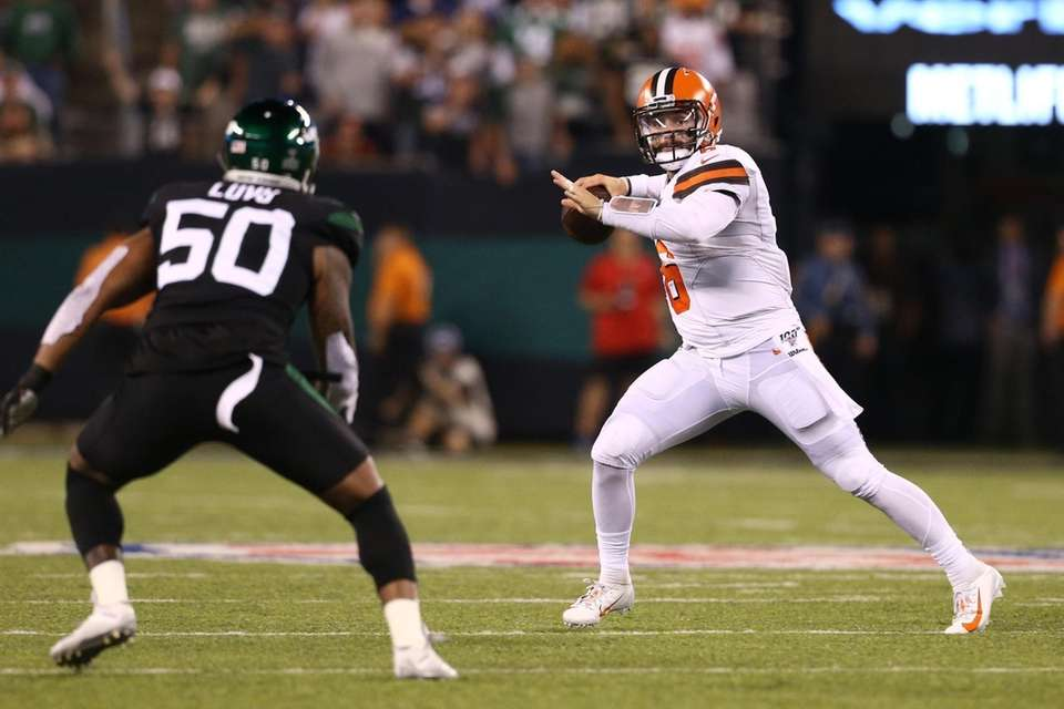 Baker Mayfield #6 of the Cleveland Browns passes
