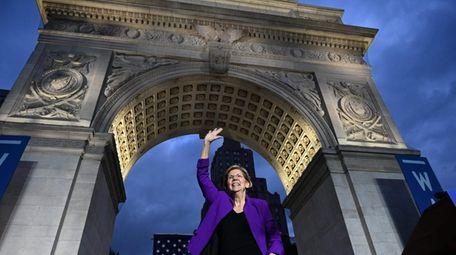 Democratic presidential hopeful Massachusetts Senator Elizabeth Warren delivers