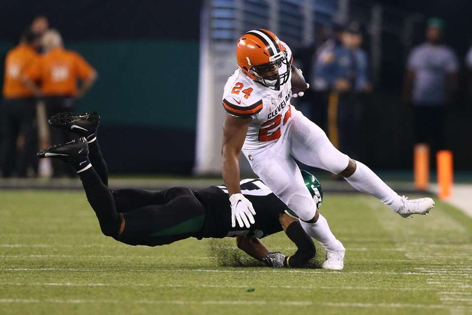 Nick Chubb #24 of the Cleveland Browns runs