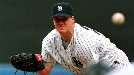 New York Yankees pitcher Jim Abbott throws a