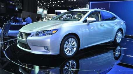 The 2013 Lexus ES350h at the 2012 New