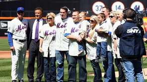 From left, former New York Mets Tim Teufel