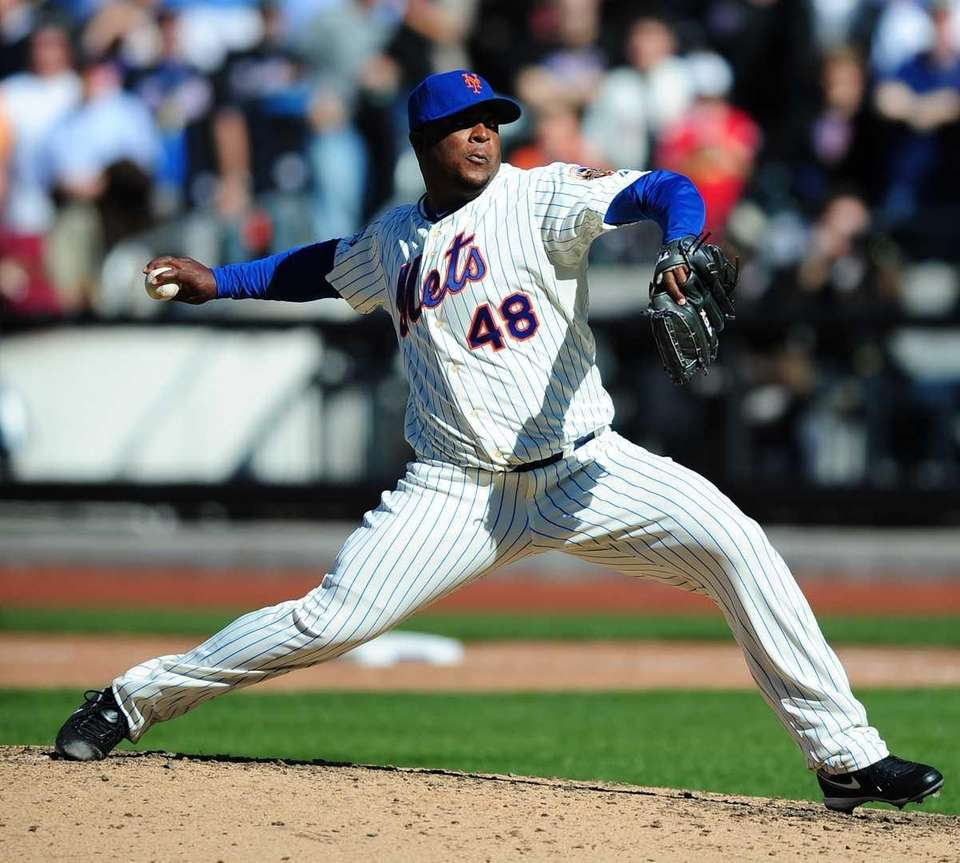 Mets pitcher Frank Francisco gets the save in