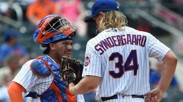 Mets catcher Rene Rivera speaks to Noah Syndergaard
