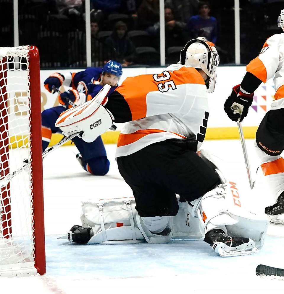 Islanders' Derick Brassard (10) shoots and scores from