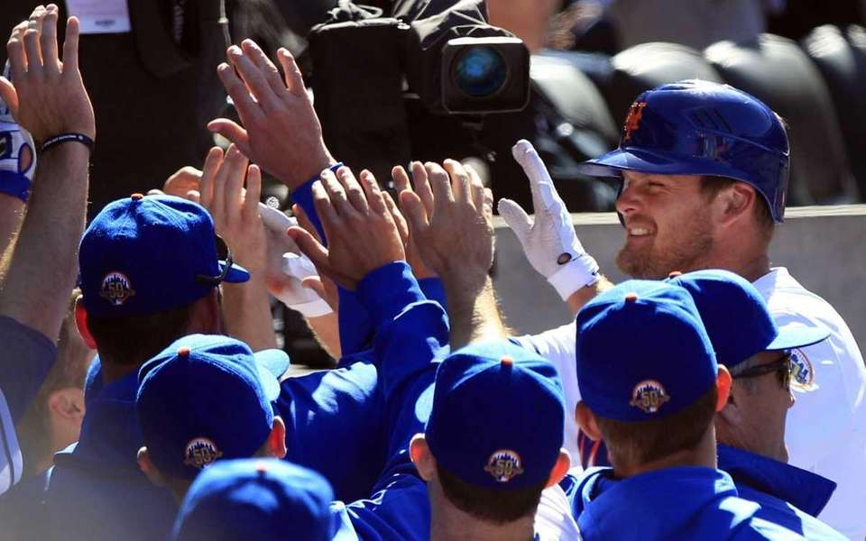 New York Mets' Lucas Duda, right, is congratulated