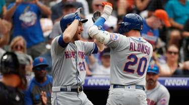 Mets' Todd Frazier, left, congratulates Pete Alonso as