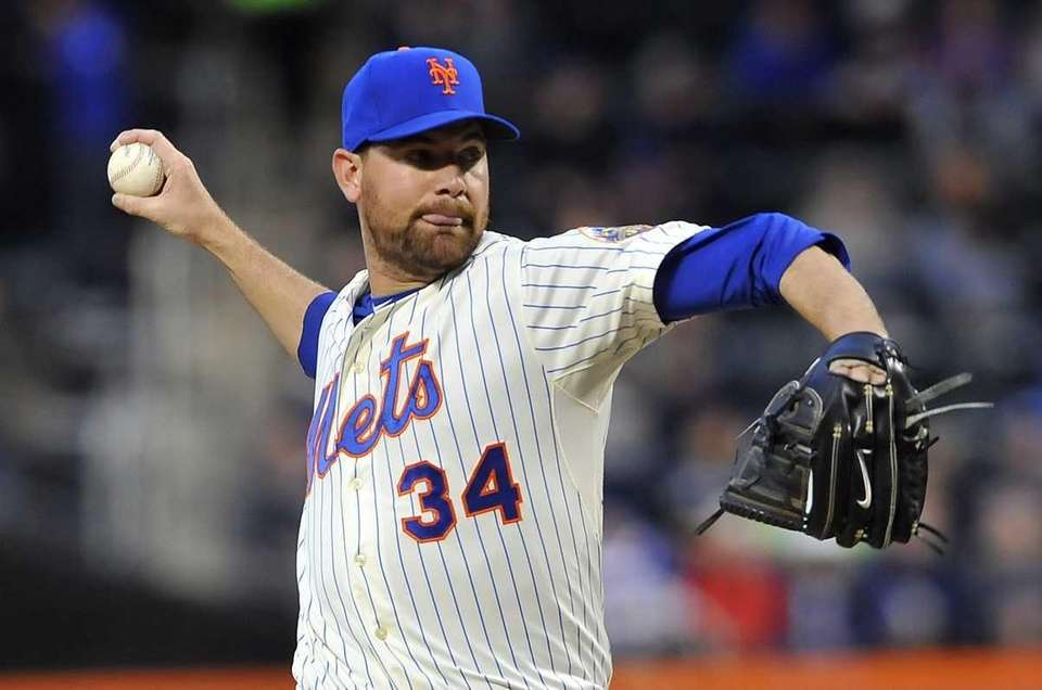 Starting pitcher Mike Pelfrey pitches against the Nationals.