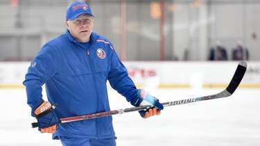 Barry Trotz, Islanders head coach, runs practice during