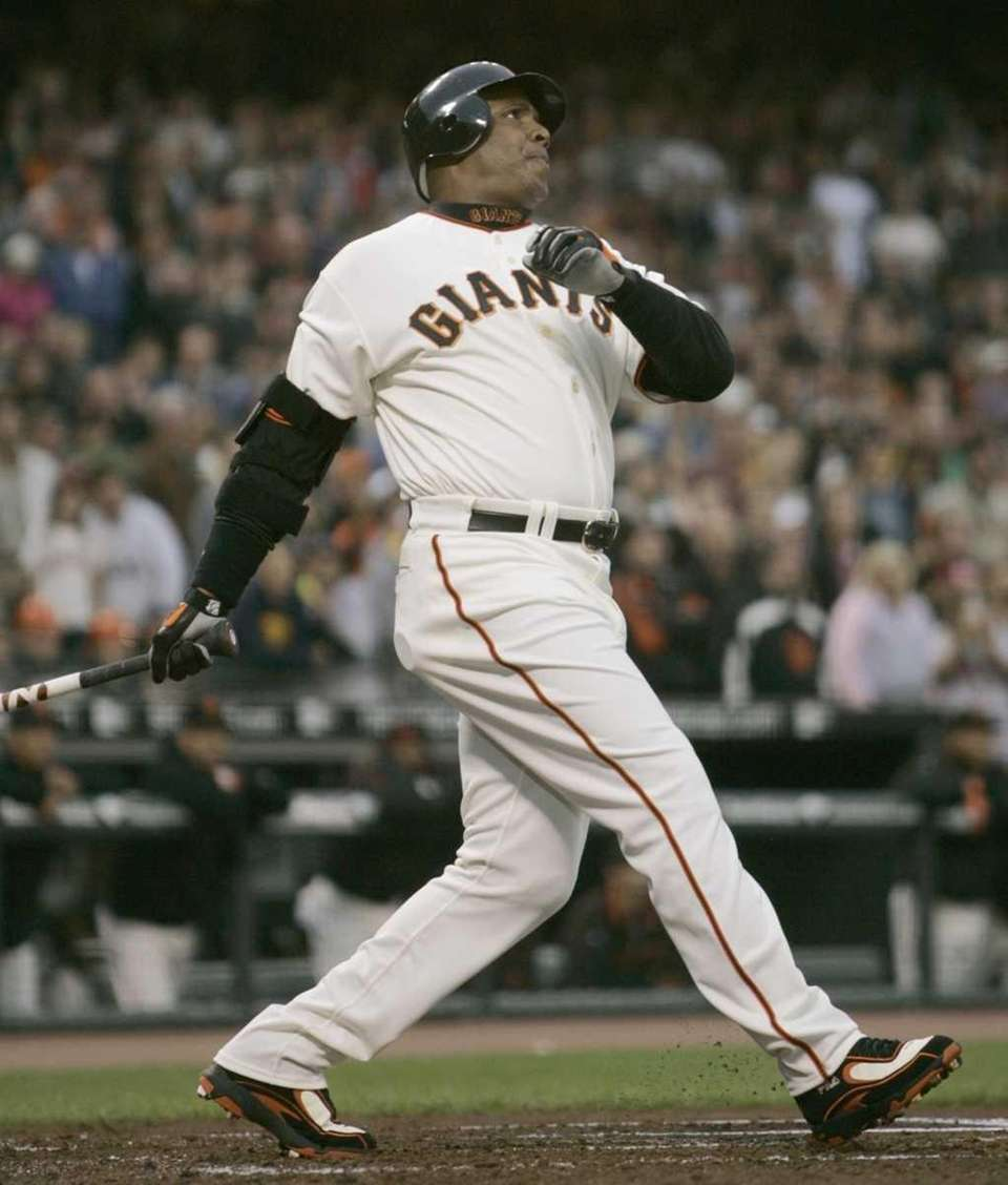 BARRY BONDS: 762 - Played 1986-2007 (22 seasons)