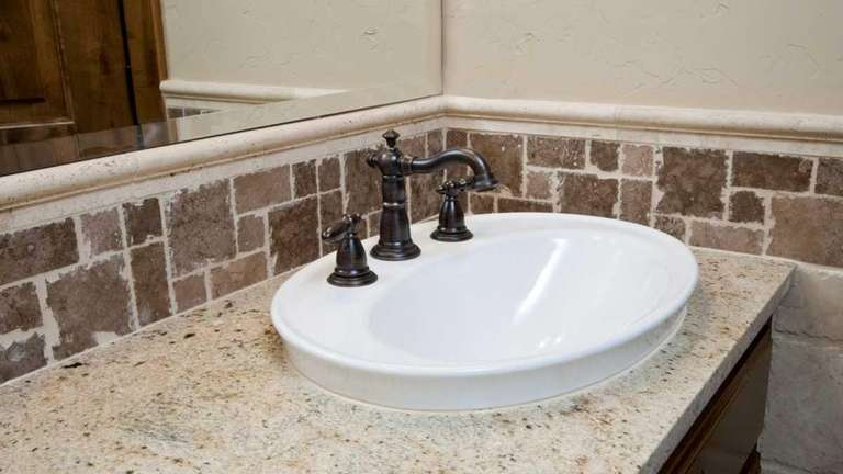 Whether choosing granite, manufactured quartz, tile or solid