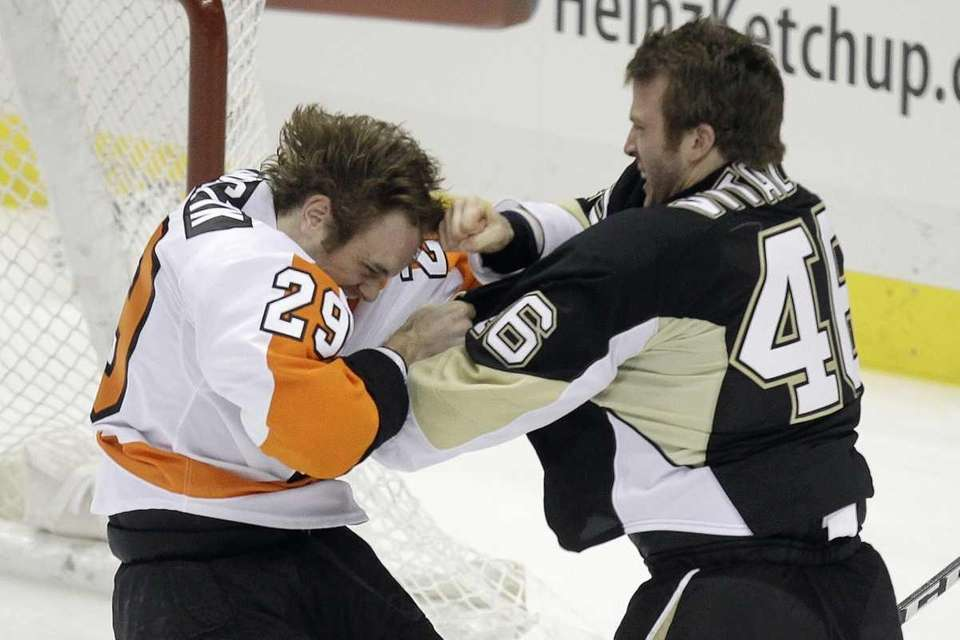 Philadelphia Flyers' Harry Zolnierczyk (29) fights with Pittsburgh