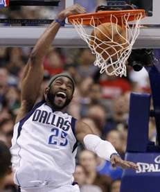 Dallas Mavericks' Vince Carter (25) dunks against the