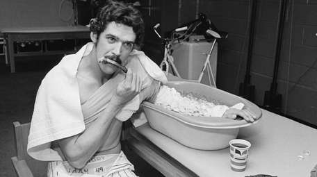 Yankees pitcher Ron Guidry cools his throwing arm
