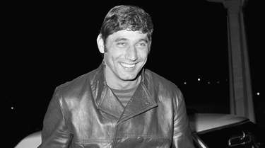 Jets quarterback Joe Namath smiles as he arrives