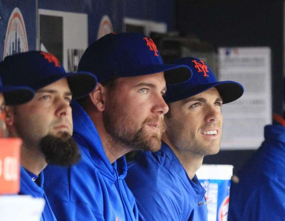 New York Mets' David Wright, right, watches the