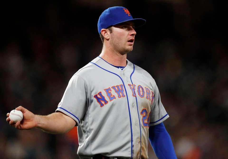 New York Mets first baseman Pete Alonso heads