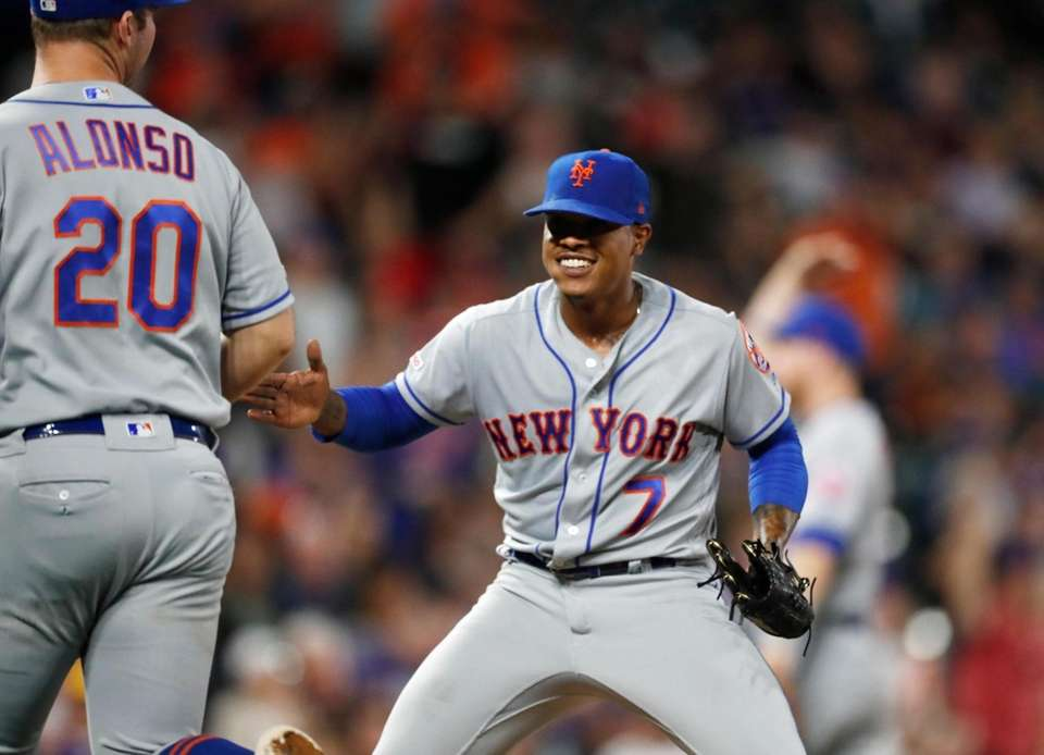 New York Mets starting pitcher Marcus Stroman, right,