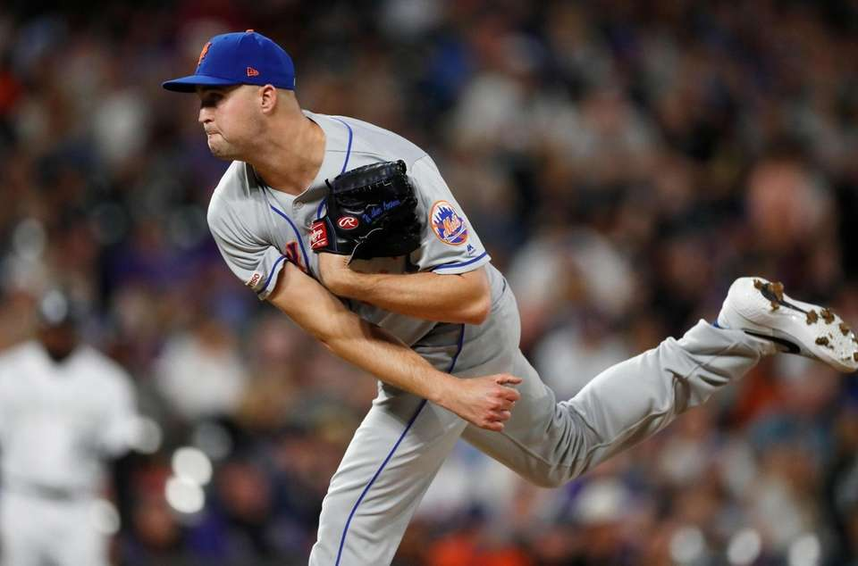 New York Mets relief pitcher Walker Lockett works