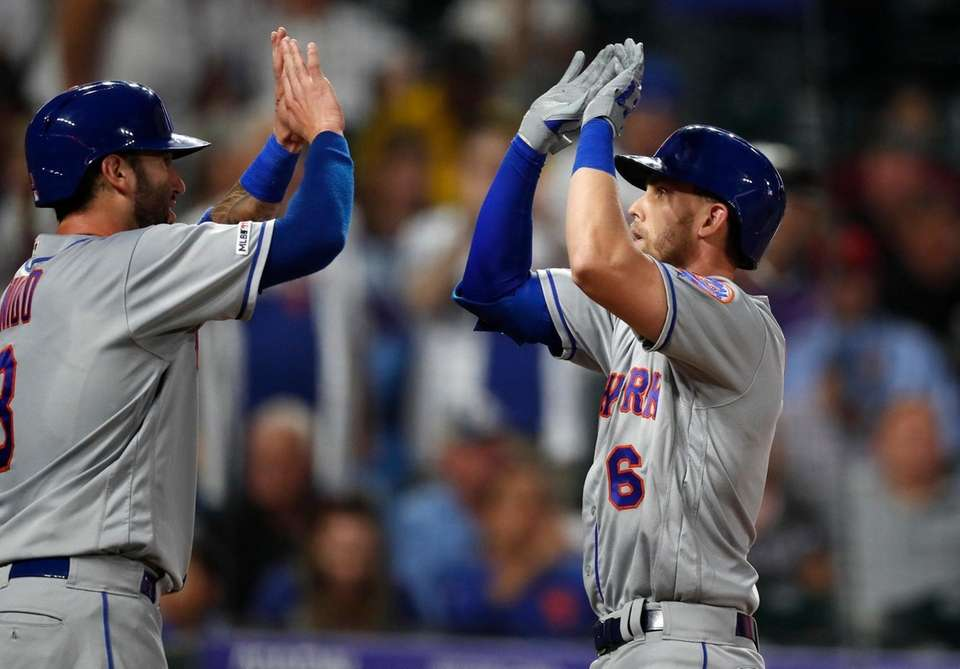 New York Mets' Tomas Nido, left, congratulates Jeff