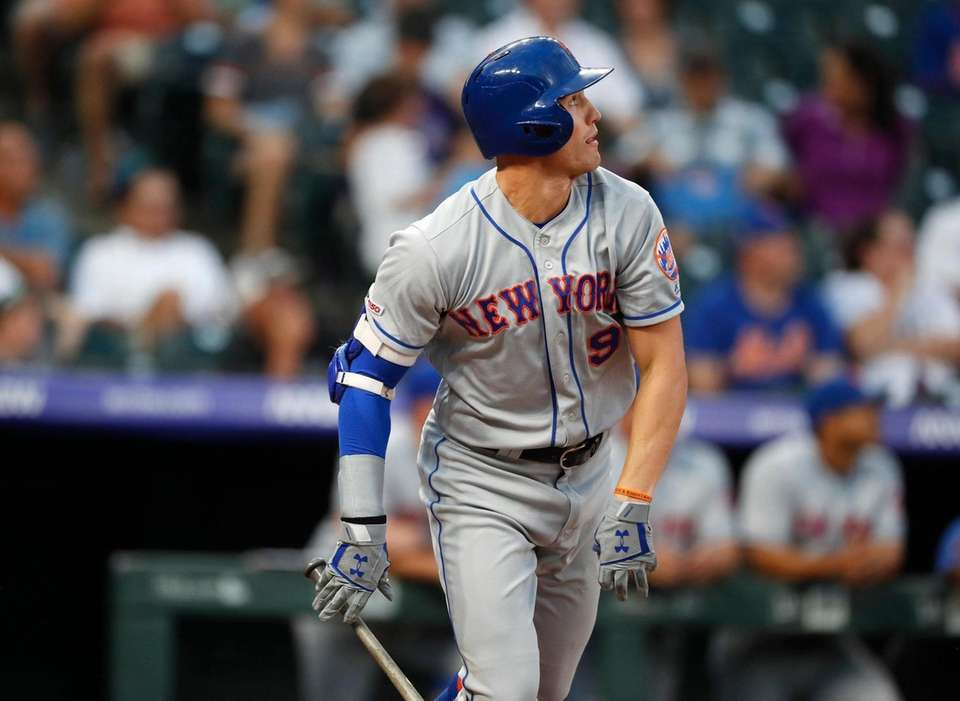 New York Mets' Brandon Nimmo follows the flight