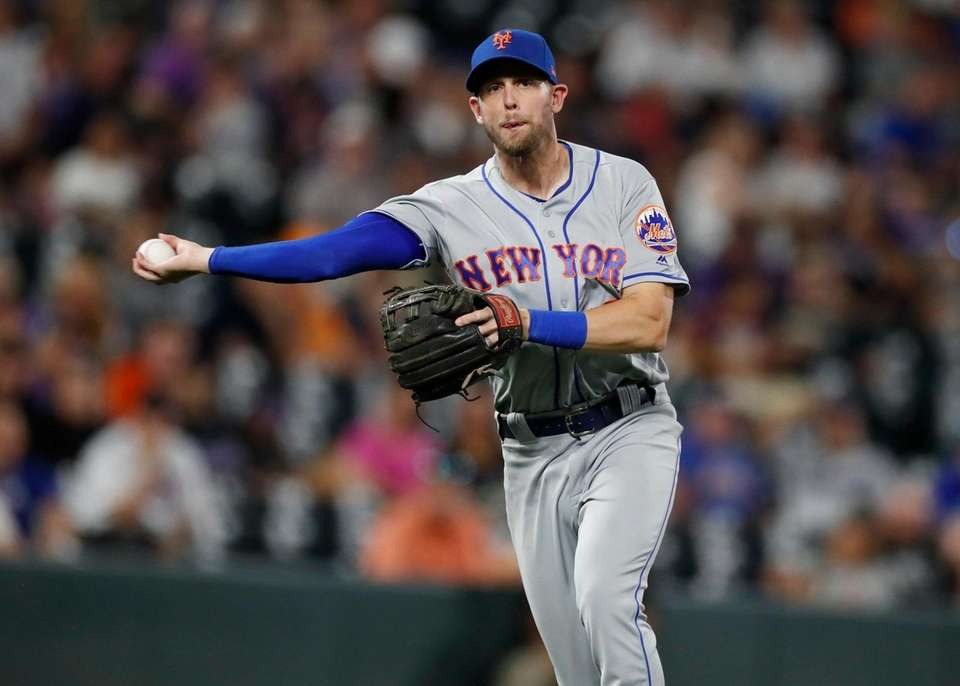 New York Mets third baseman Jeff McNeil throws