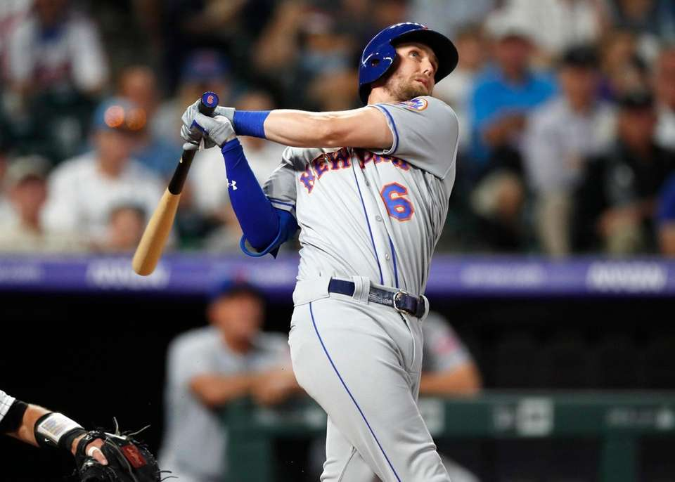 New York Mets' Jeff McNeil follows the flight