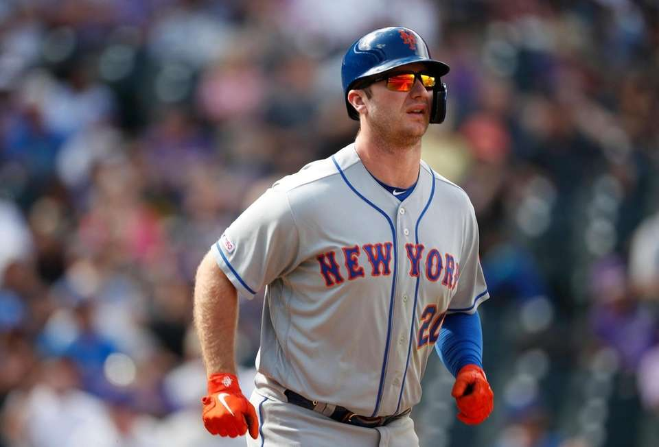 New York Mets' Pete Alonso heads to first