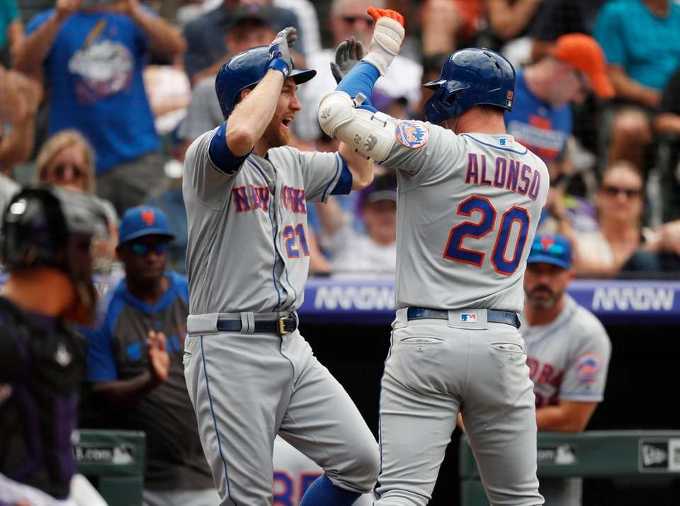 New York Mets' Todd Frazier, left, congratulates Pete