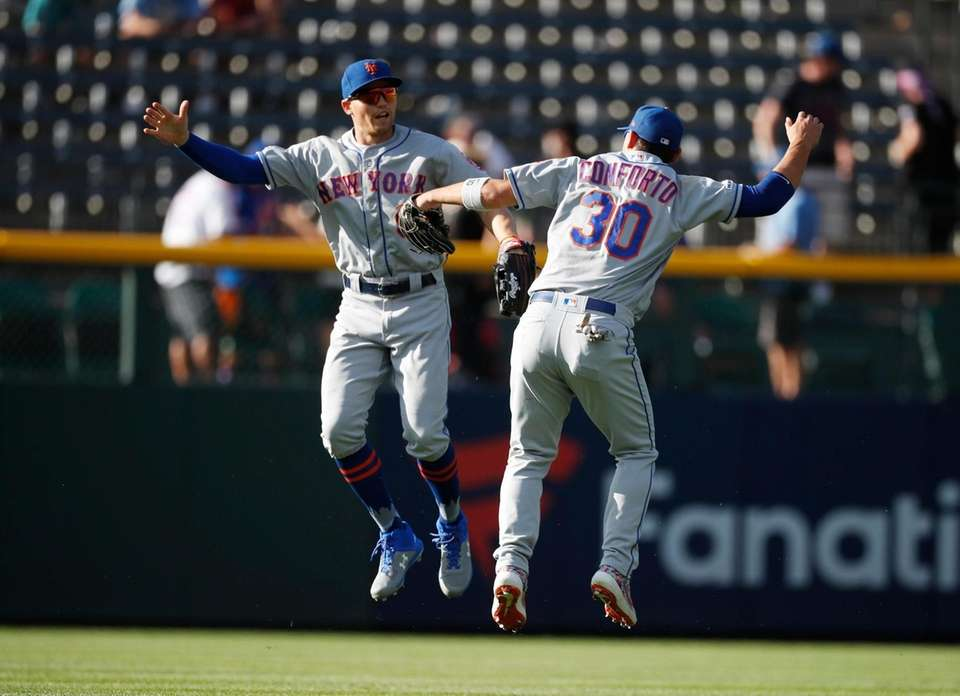 New York Mets left fielder Brandon Nimmo, left,