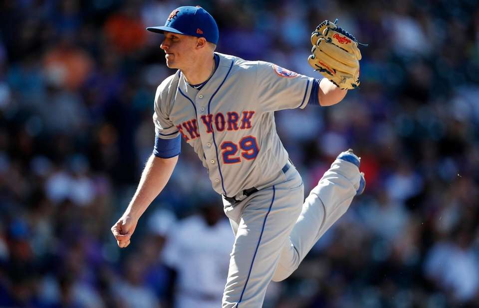 New York Mets relief pitcher Brad Brach works