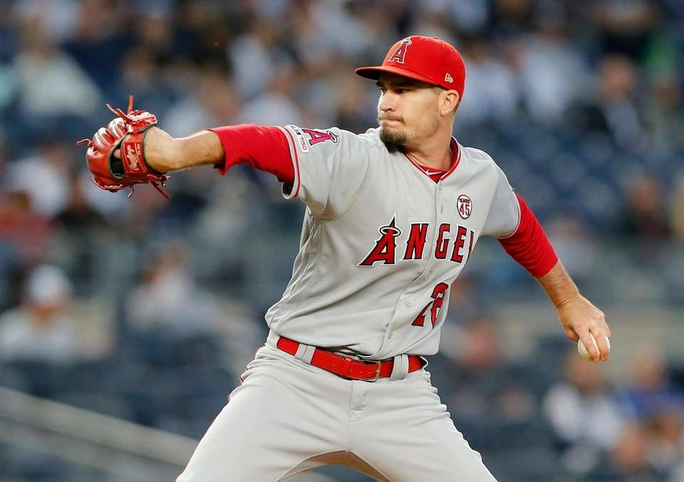 Andrew Heaney #28 of the Los Angeles Angels