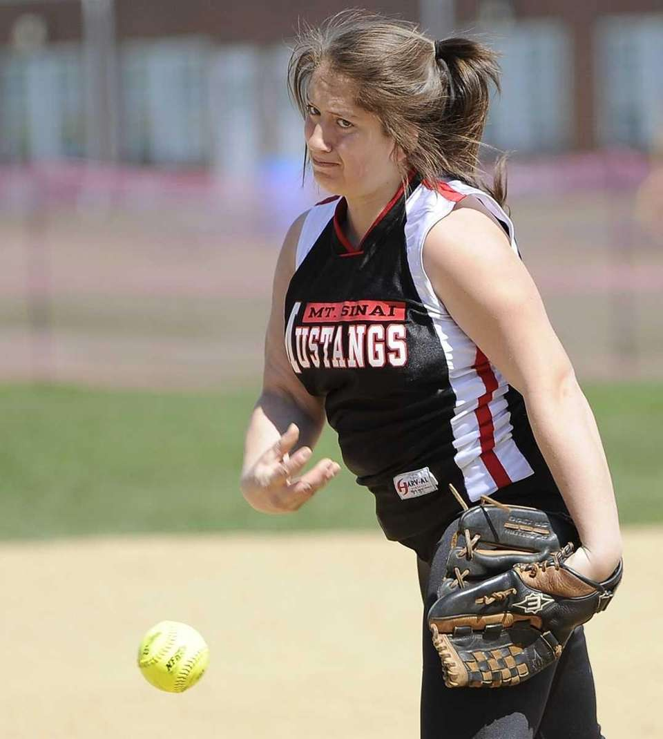 Mt. Sinai pitcher Alyssa Stein delivers against Babylon
