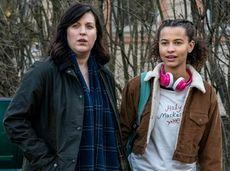 Alison Tolman (l) and Ashley Aufderheide star in