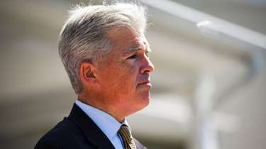 Steve Bellone at a press conference on Aug.